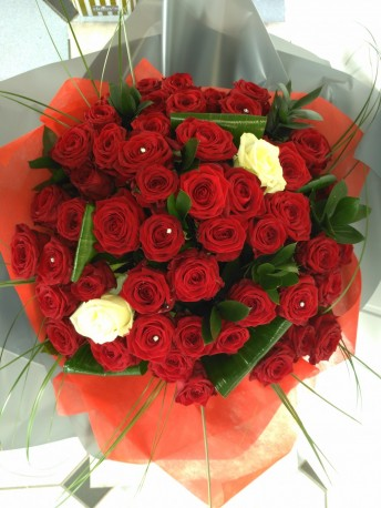 Unforgettable 52 Roses
